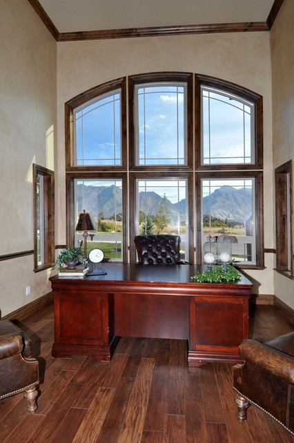Brittany Circle, Highland traditional-home-office