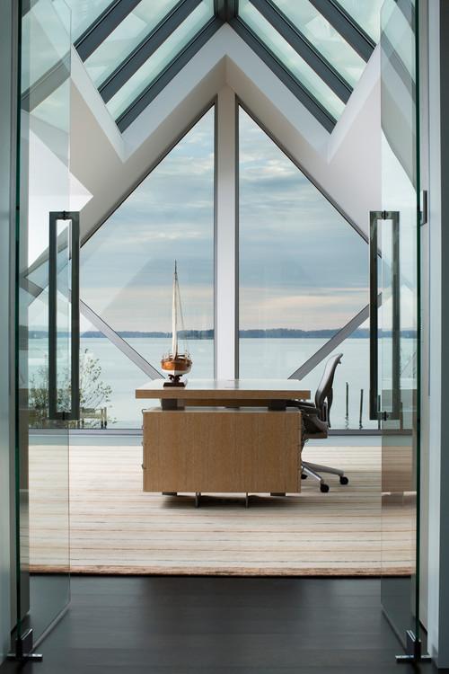 кабинет с красивым видом из окна