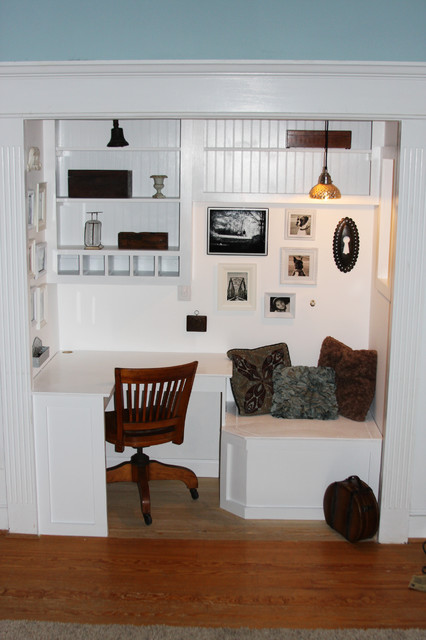 Built in office and reading nook http://whimages.blogspot.com/2010/06/cushion-fo eclectic home office