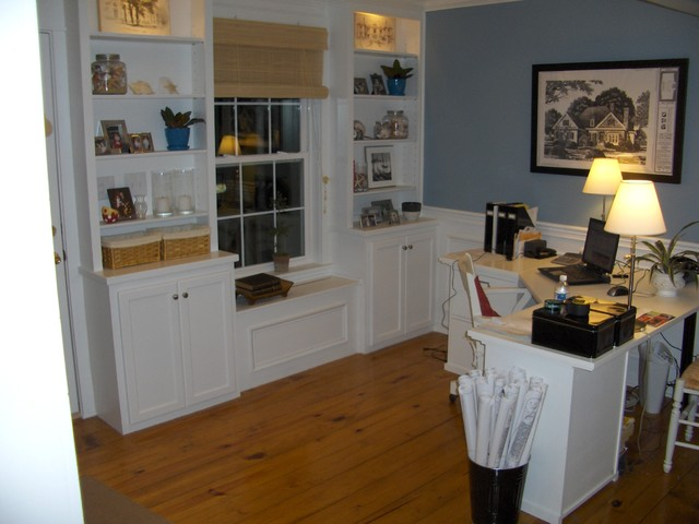 Canter's Home Consultants Inc. Custom built cabinetry at our Springboro Office traditional-home-office
