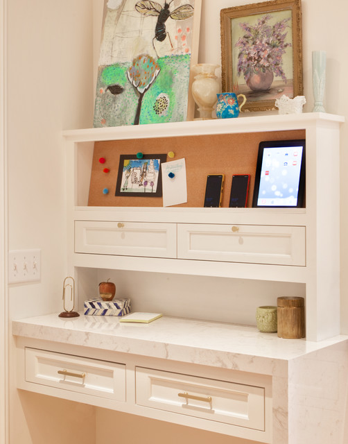 Charmant Example Of A Mid Sized Classic Home Office Design In Minneapolis