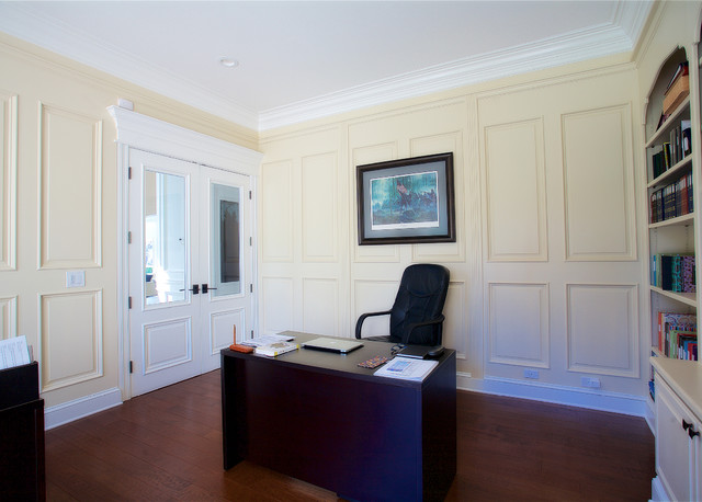 Example of a home office design in San Francisco