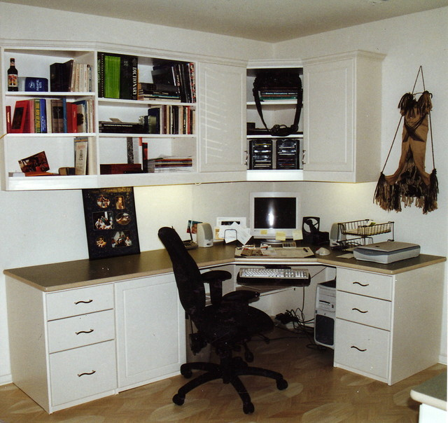 Space Saving Built In Office Furniture In Corners: Contemporary Home Office
