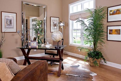 木目が美しいトラディショナルなインテリアにメタリックな小物とモノトーンの地球儀がモダンな雰囲気をプラス。