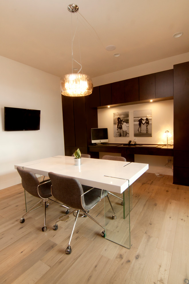 Couzy Modern Temple Modern Home Office Austin By Design Innovation