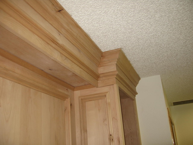 Crown moulding built-in traditional-home-office