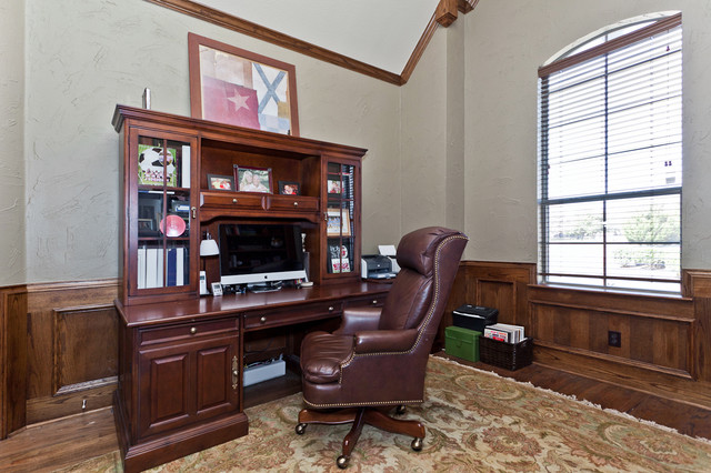 Custom Home traditional-home-office