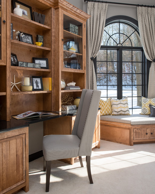 Traditional Study Room: Des Peres Study Room