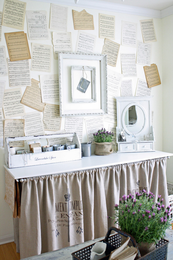 Inspiration for a shabby-chic style craft room remodel in Chicago