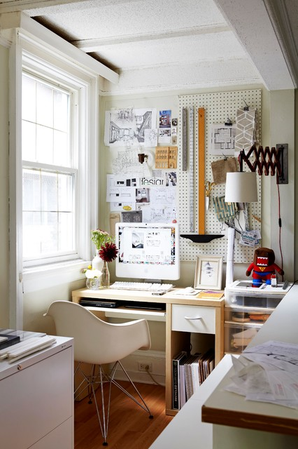 Home office - small eclectic home office idea in Toronto