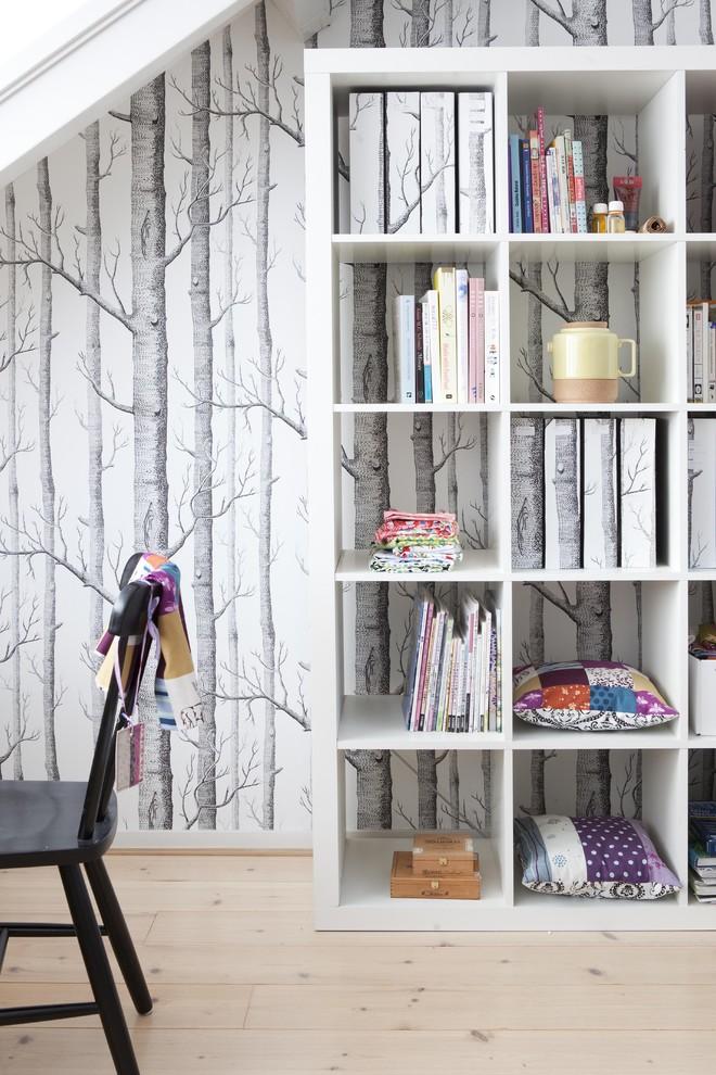 Danish light wood floor home office photo in Amsterdam