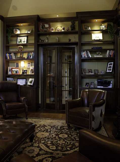 European style Study traditional-home-office