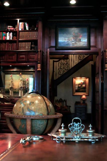 Foto de despacho tradicional, grande, con escritorio independiente