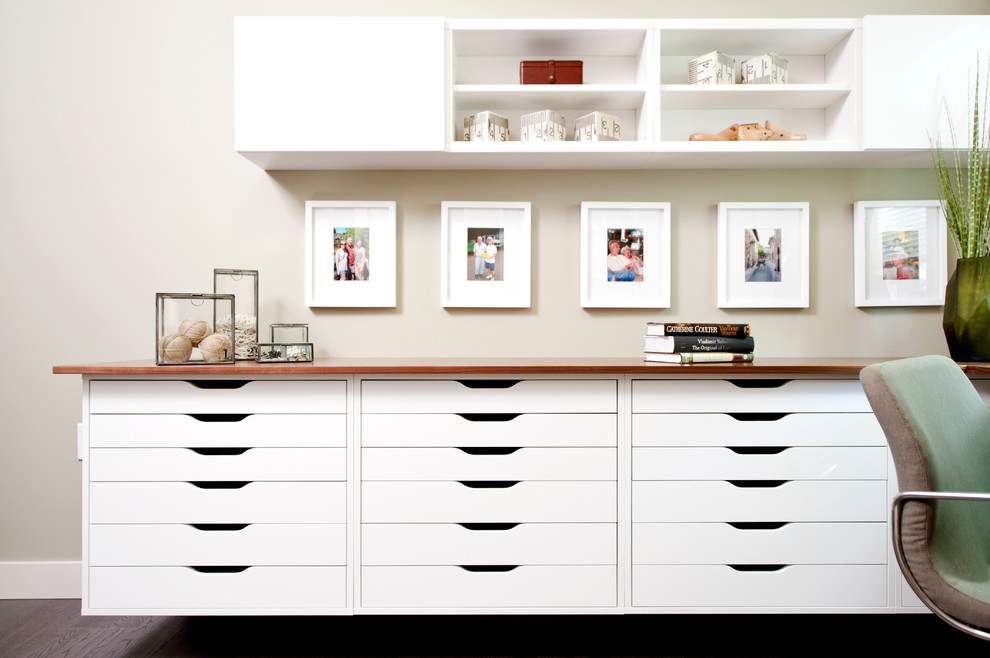 Example of a trendy home office design in Vancouver