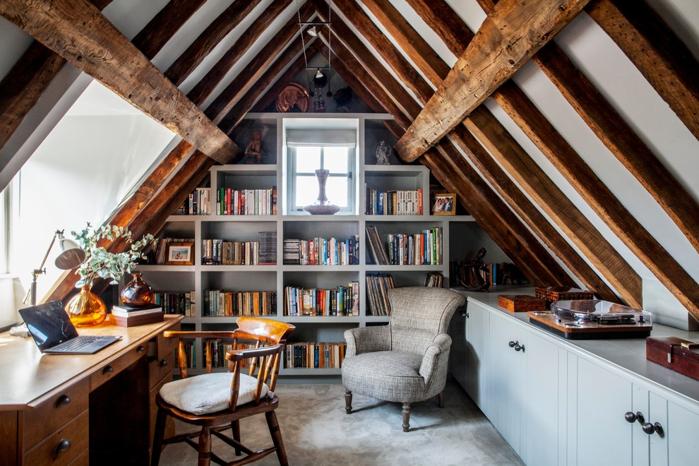 Small cottage freestanding desk carpeted and gray floor home office library photo in Surrey with gray walls