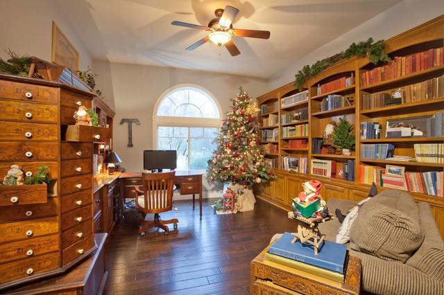 Elegant home office photo in Sacramento