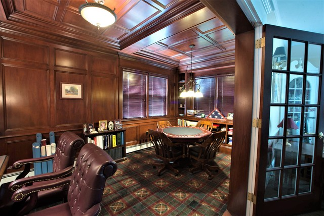 Inspiration for a timeless home office remodel in New York