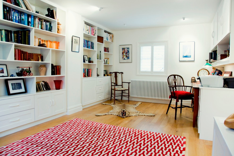 Home office - traditional home office idea in London