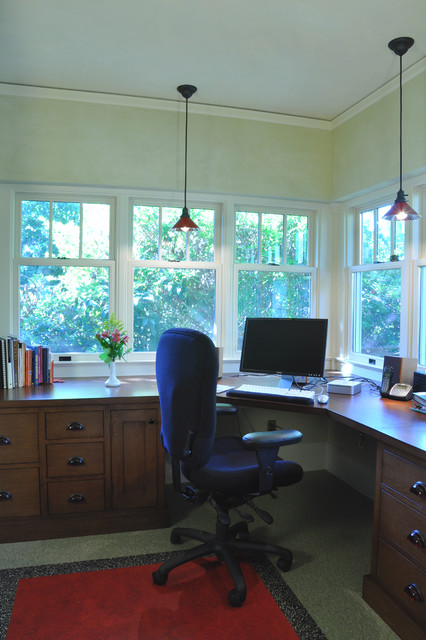 Hulley Home traditional-home-office