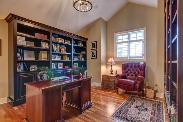 Home office - home office idea in Calgary