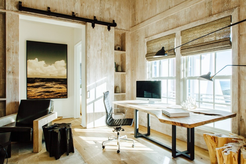 Inspiration for a cottage home office remodel in Jacksonville
