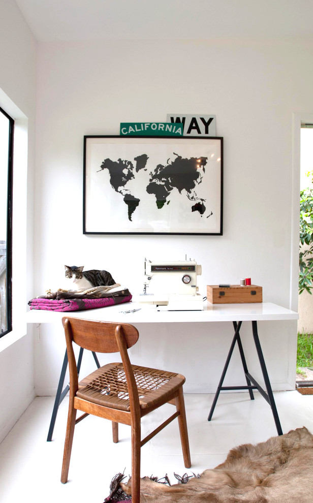 Home office - contemporary home office idea in Orange County