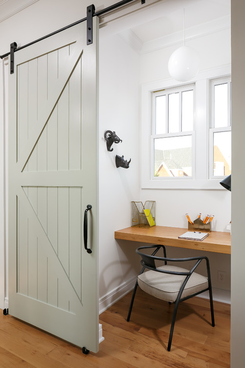How to Incorporate Sliding Barn Doors Into Your House Design