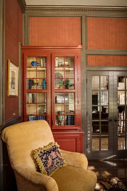 Leawood traditional-home-office
