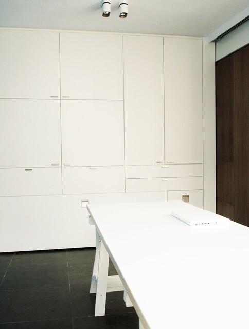 Looiershof Residence modern-home-office