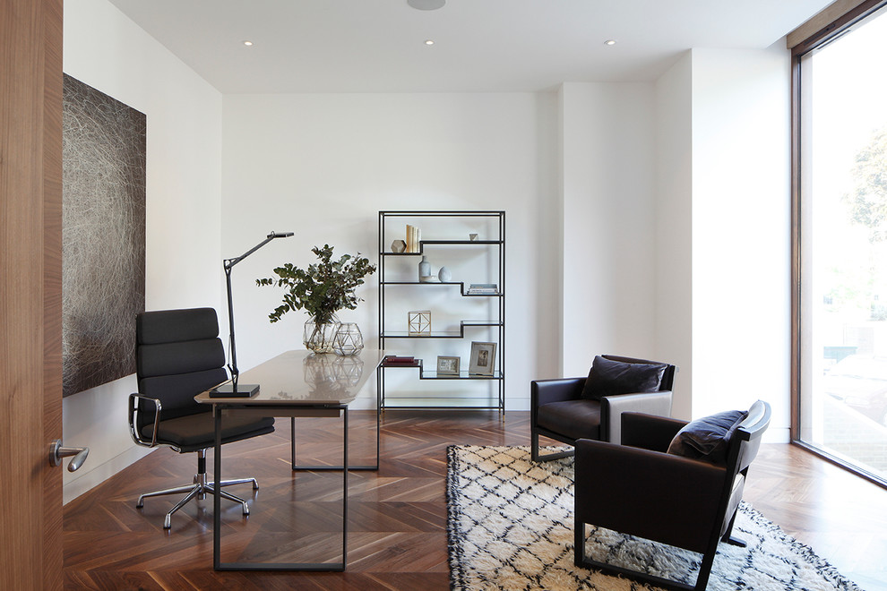 Home office - contemporary home office idea in London