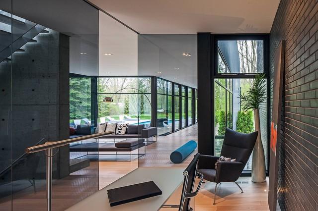 Modern Home in Oakville Ontario - Scandinavian - Home Office
