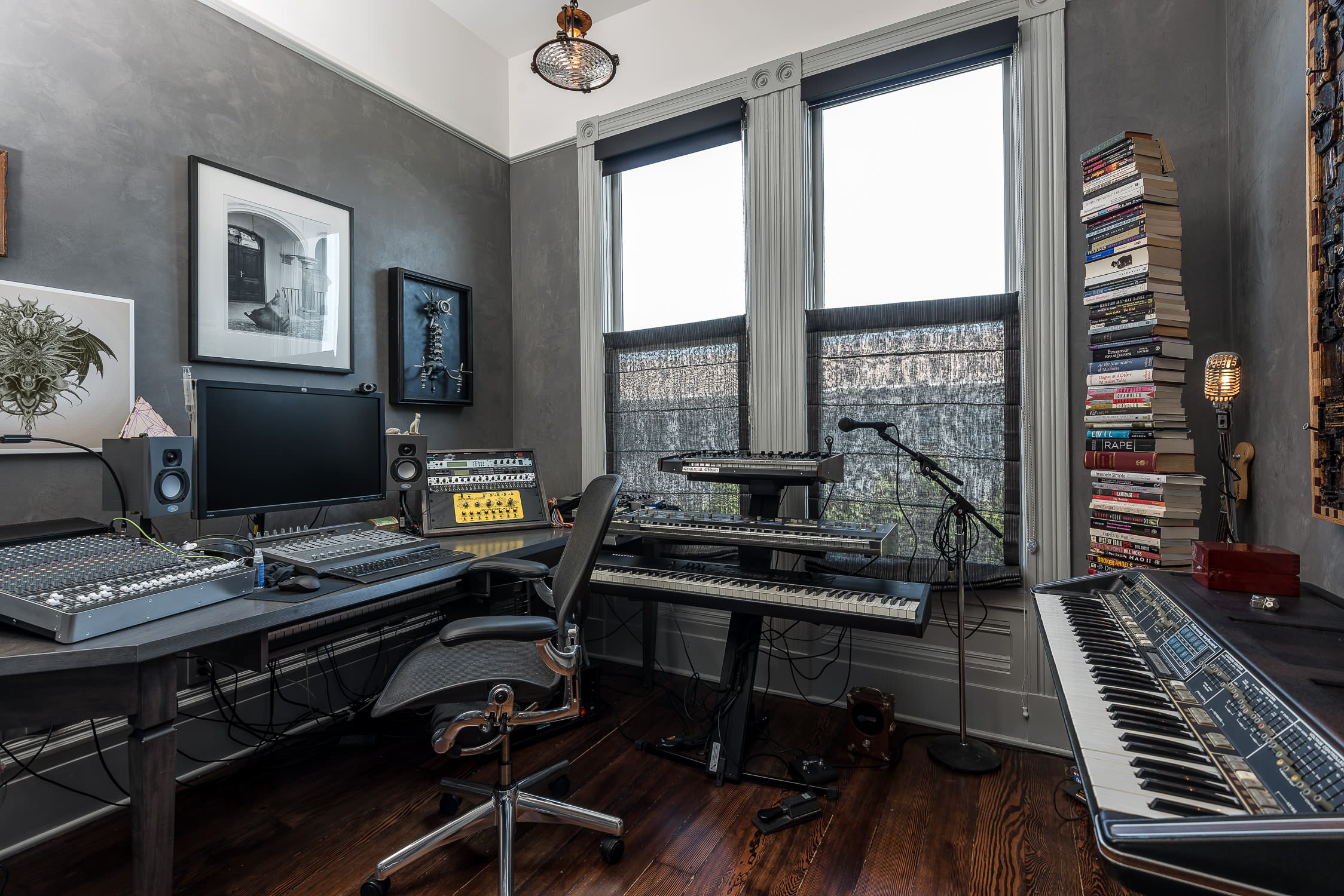 Combination Office And Media Room Ideas Photos Houzz