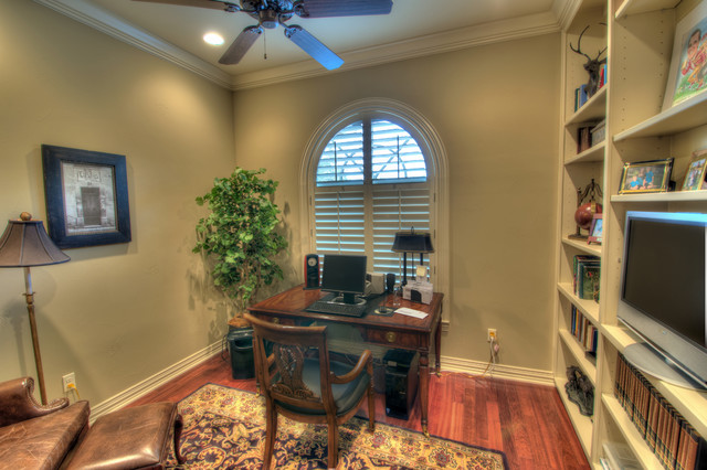 Myrtle Beach traditional-home-office