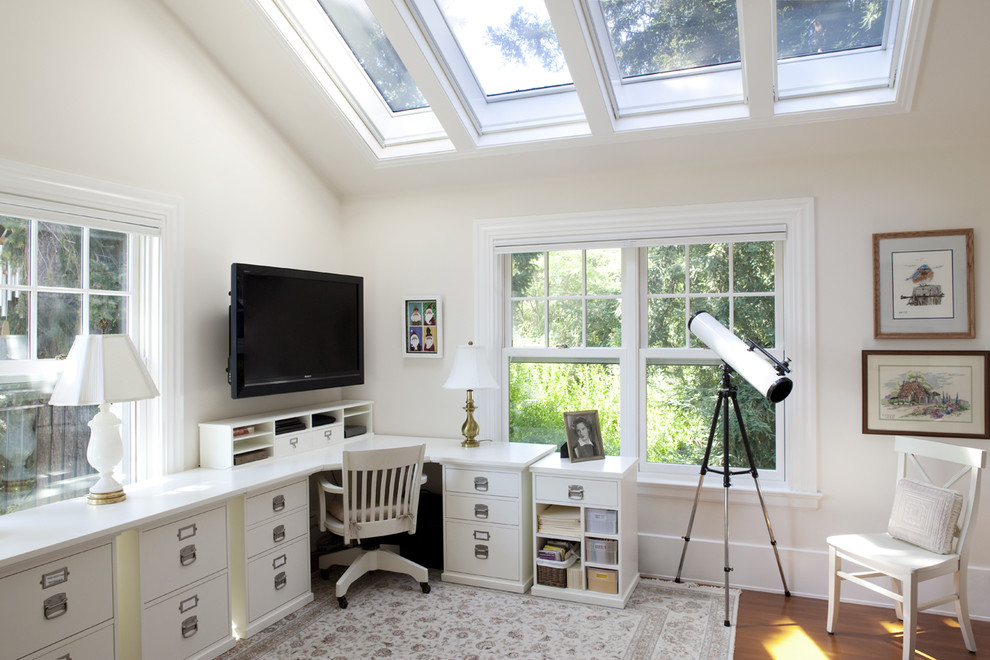Home office - traditional home office idea in San Francisco