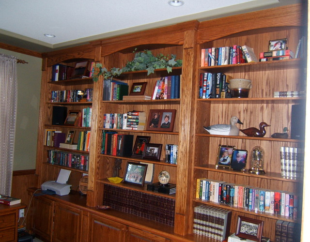 Oak home office traditional-home-office