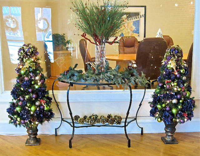 Decorating Ideas > Office Space Waiting Area Holiday Decor  Modern  Home  ~ 133353_Christmas Decorations For Office Reception Area