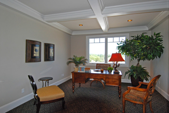 Queen Ann Style traditional-home-office