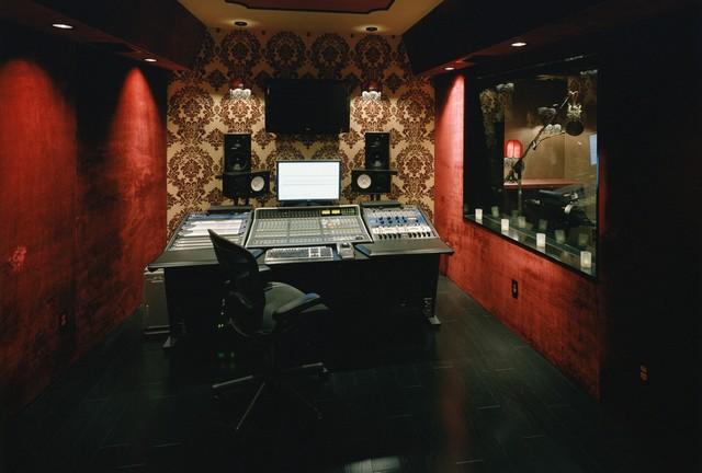 Studio/Lounge modern-home-theater