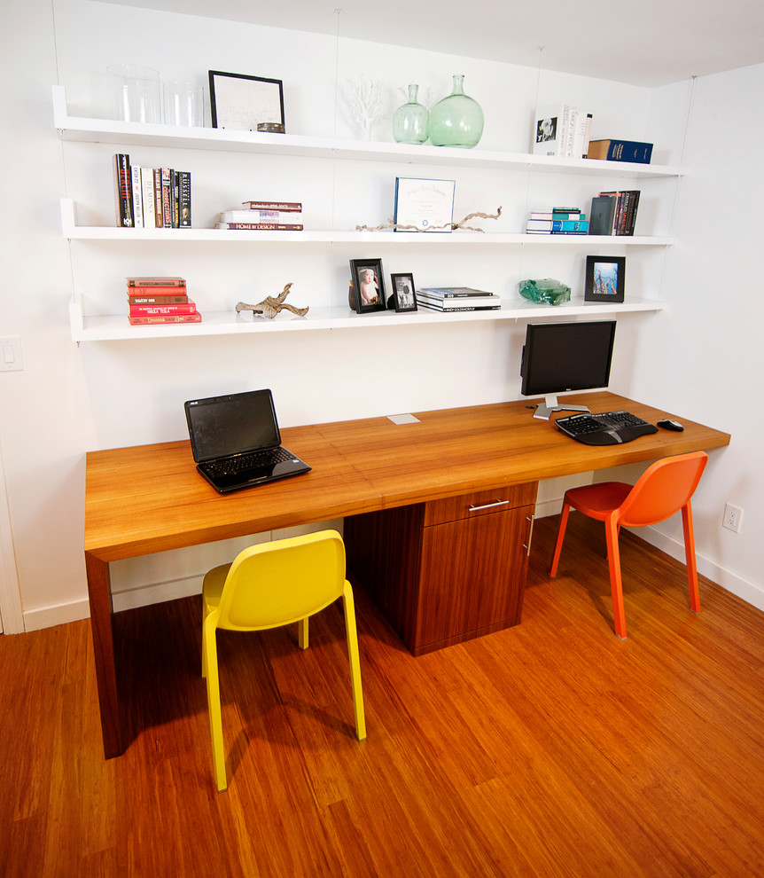 Inspiration for a contemporary built-in desk home office remodel in Los Angeles