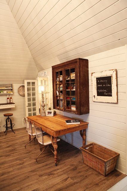 Inspiration for a cottage home office remodel in Austin