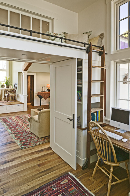 Example of a classic home office design in San Francisco