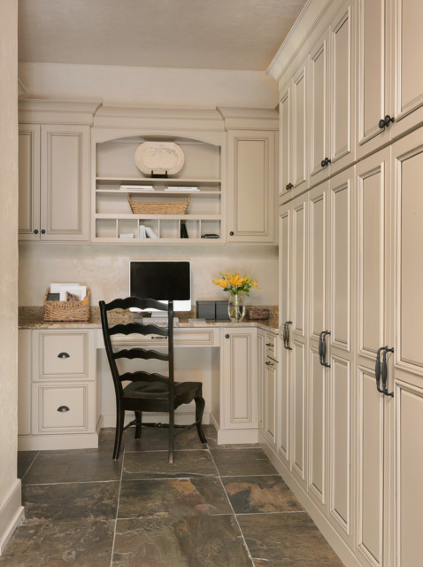 town country home office rustikal arbeitszimmer st louis von beck allen cabinetry. Black Bedroom Furniture Sets. Home Design Ideas
