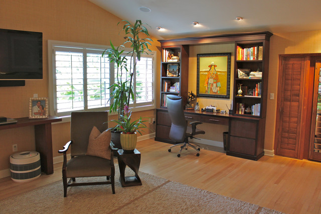 Example Of An Island Style Built In Desk Medium Tone Wood Floor Home Office Design