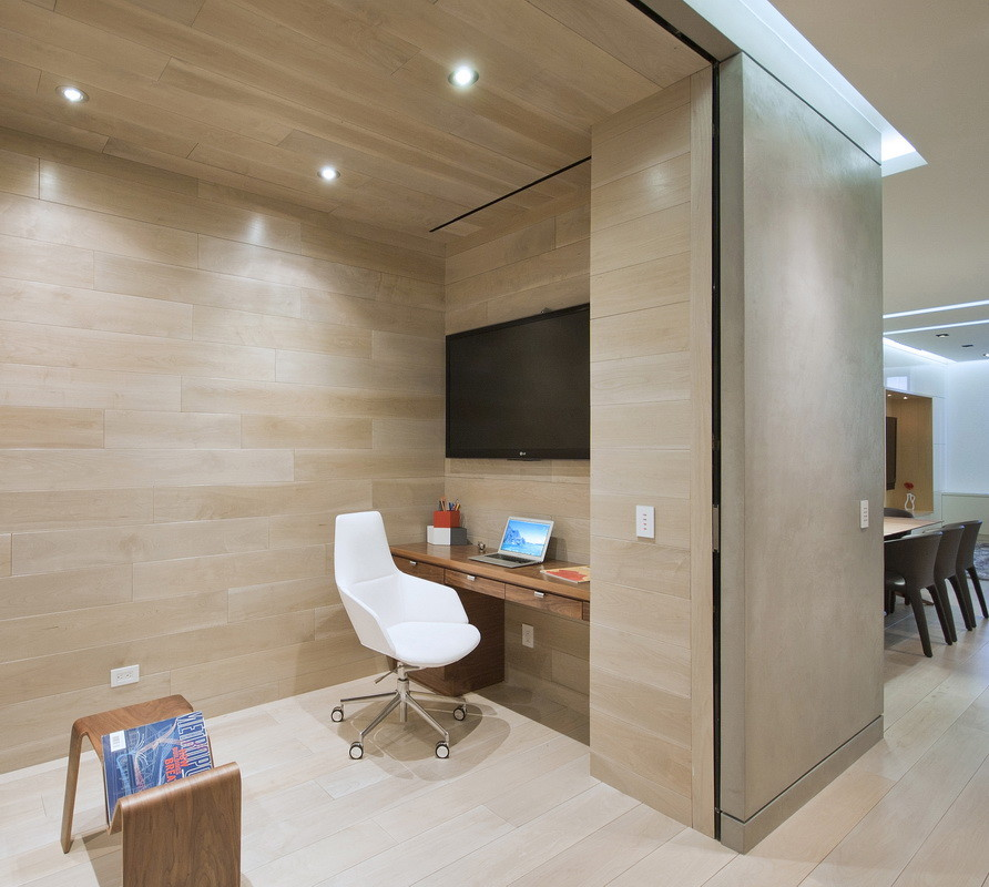 Example of a minimalist home office design in New York