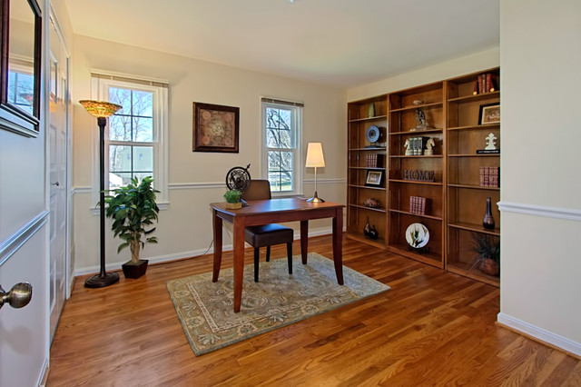 vienna home staging traditional home office - Home Staged Designs