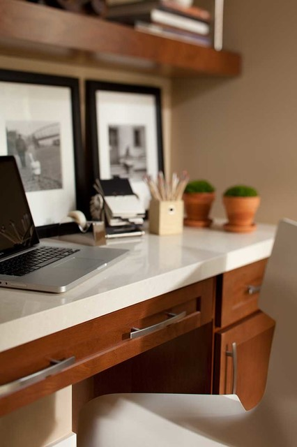 Waypoint cabinetry traditional home office for Traditional home great kitchens
