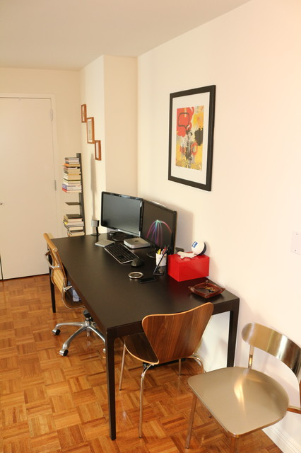 Young bachelor 39 s studio apartment in nyc for Studio apartment office