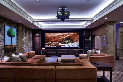 レンガ調の壁や柱の雰囲気が、地下の特別室を思わせます。ゆったり座れそうなソファが魅力的です。