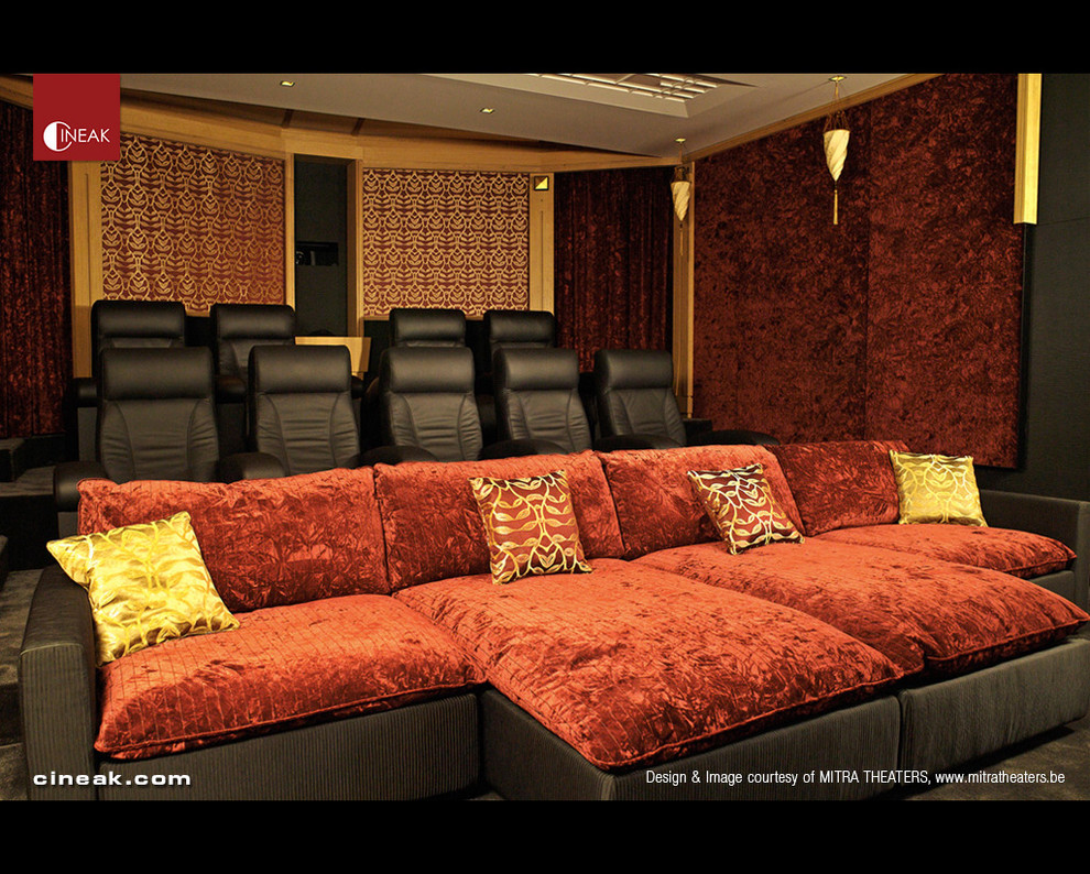 Example of a minimalist home theater design in Los Angeles