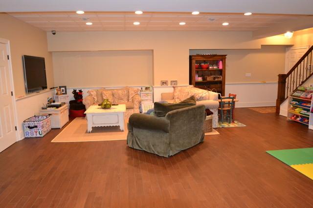 Fabulous Basement: Manhasset traditional-home-theater